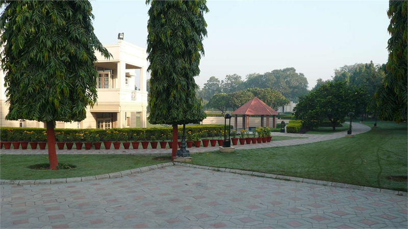 Farm house for rent in gadaipur chattarpur new delhi for 5000 sq ft to acres